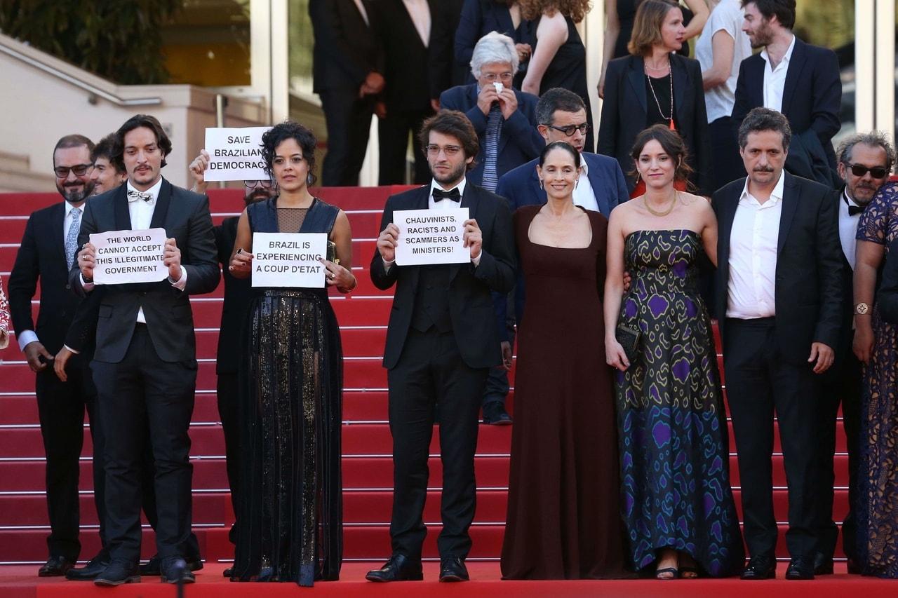 A equipe de Aquarius em sua primeira exibição, em Cannes.